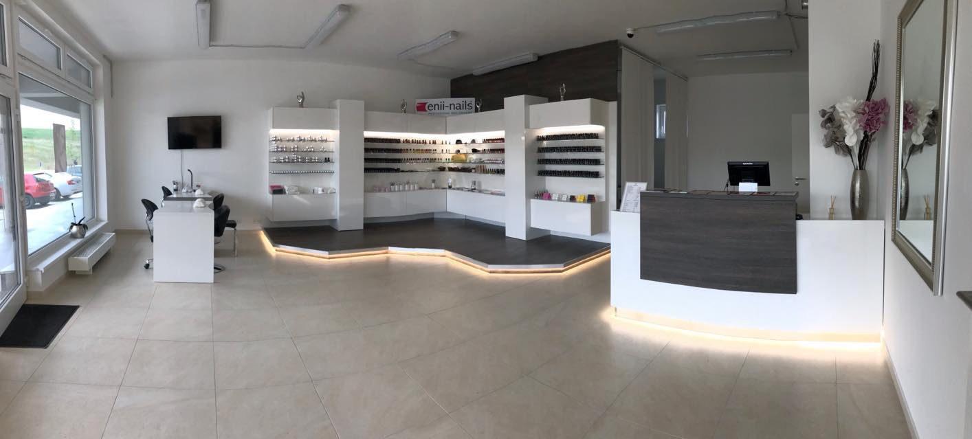 Slavnostní otevření českého nehtového studia M&K enii-nails