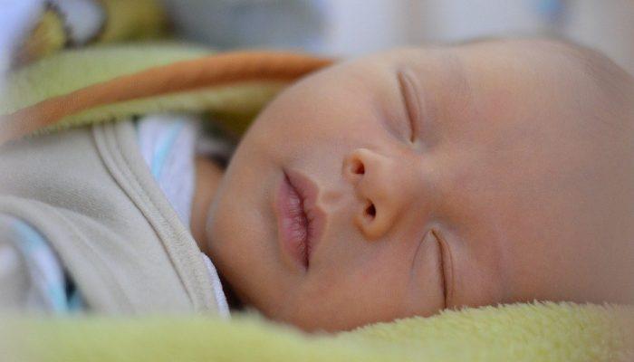 Tesco darovalo hygienické balíčky pro maminky a miminka do FN Brno