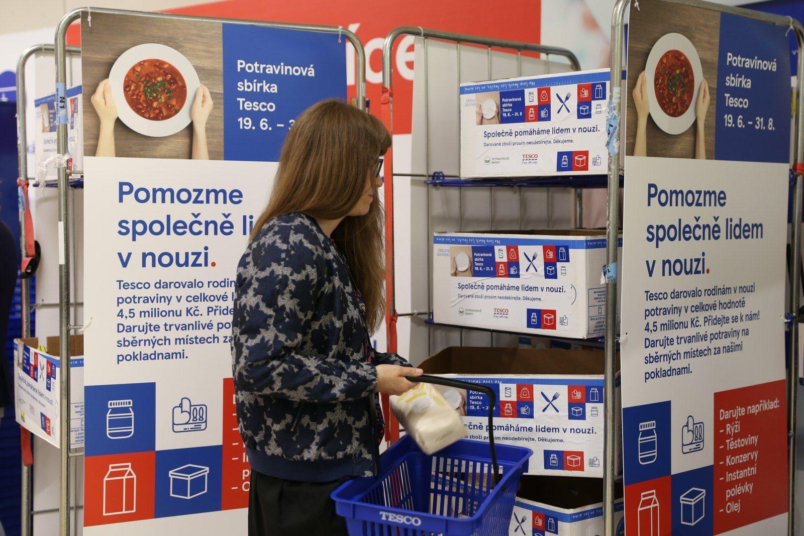 Během Letní potravinové sbírky Tesco darovali zákazníci v JMK téměř 5 000 porcí jídla